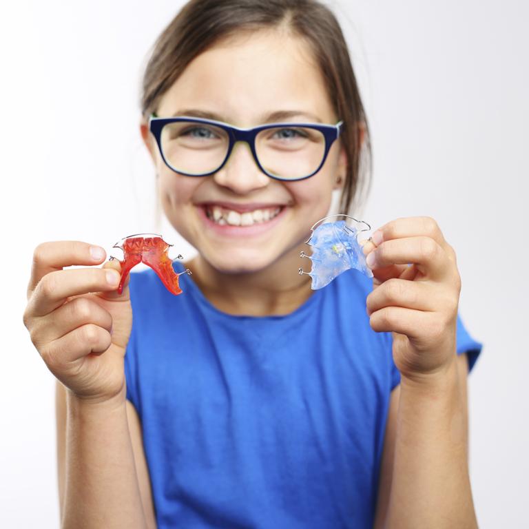 niña ortodoncia removible
