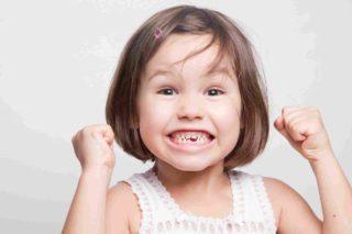 niña sin dientes contenta3